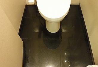 トイレ床御影石研磨施工後